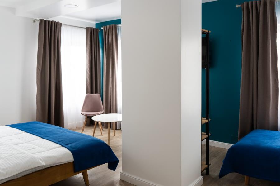 Camera 7 – Camera triple superioară